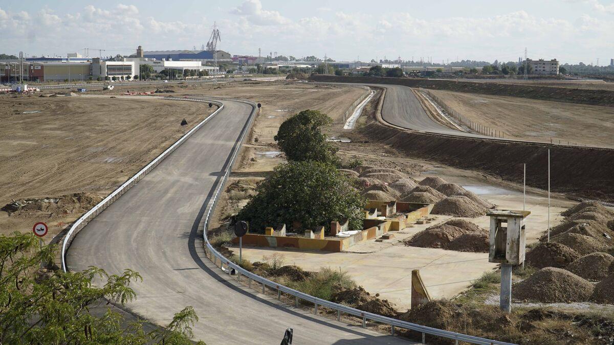 En paralelo, el desvío de la SE-30 a la carretera de la esclusa y el vial para camiones municipales, sobre los suelos de Tablada.