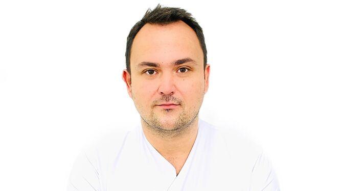 El Dr. Bartosz Kosmecki es un referente en España a nivel de rejuvenecimiento global del rostro, conocido por su nombre en inglés, 'Full-face'.