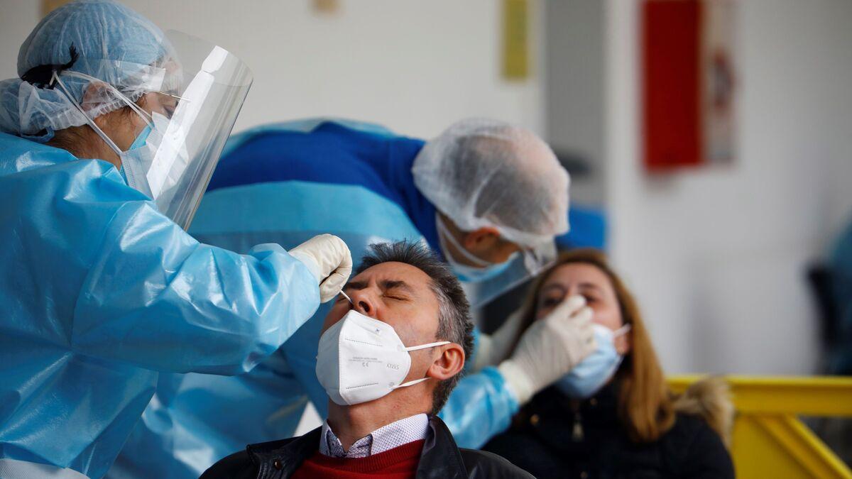 Bajan los hospitalizados por coronavirus en Andalucía por tercer día