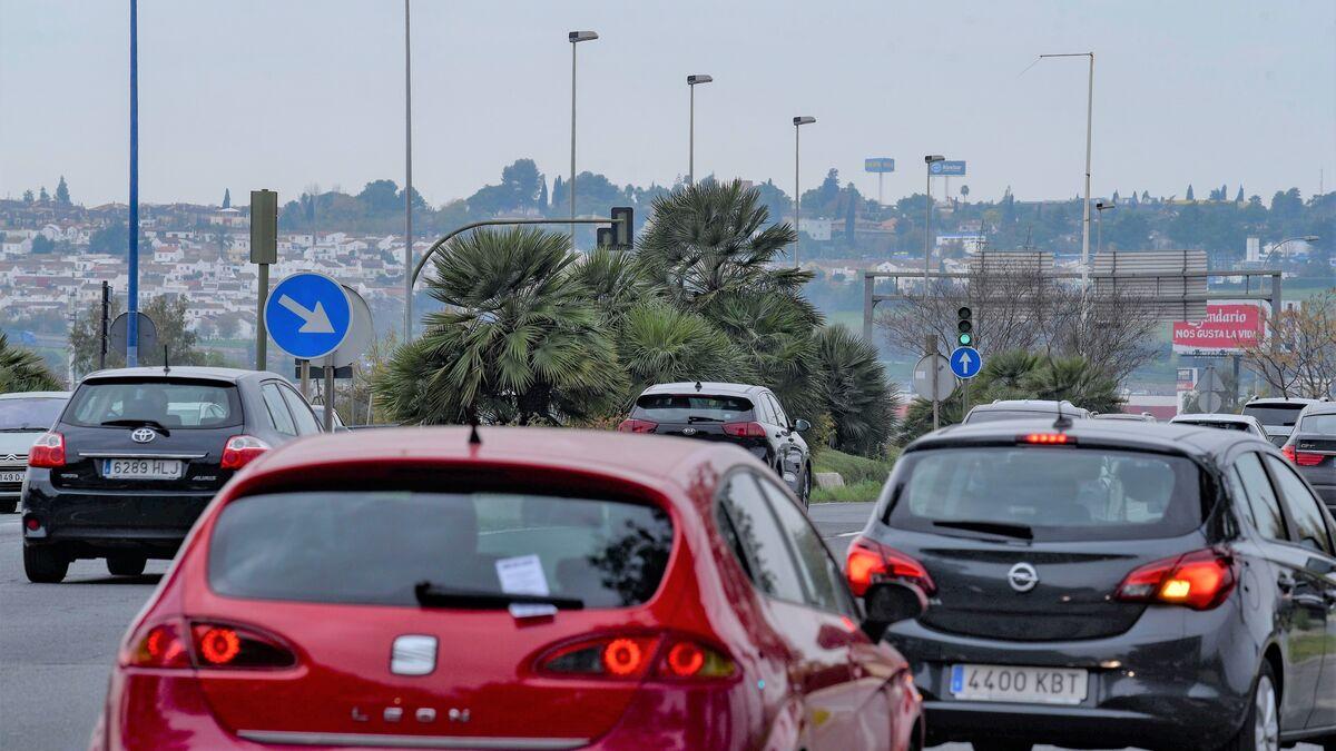 El impuesto de matriculación de los coches se encarece si el vehículo contamina más de 120 gramos por kilómetro.