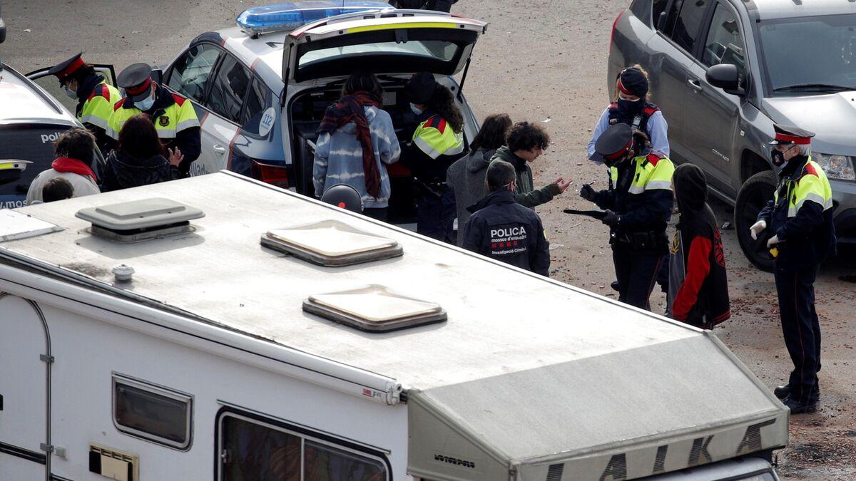 El desalojo de la 'rave' ilegal de Llinars concluye con dos detenidos, cinco investigados y 215 identificados