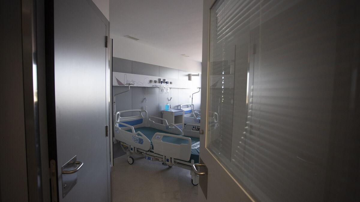 Las imágenes de la visita al interior del Hospital Militar de Sevilla