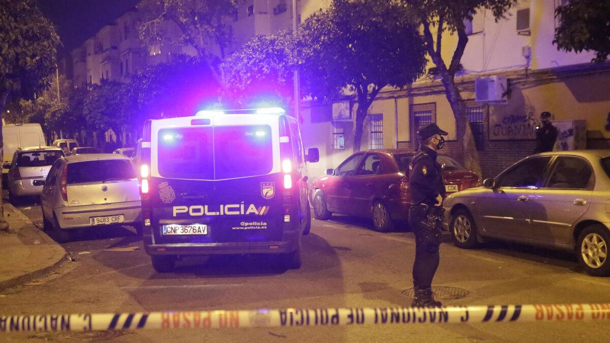 Presencia policial en el lugar del crimen.