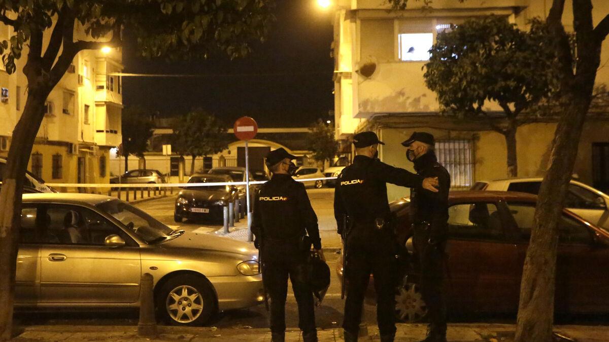 La Policía, en el lugar de la reyerta.