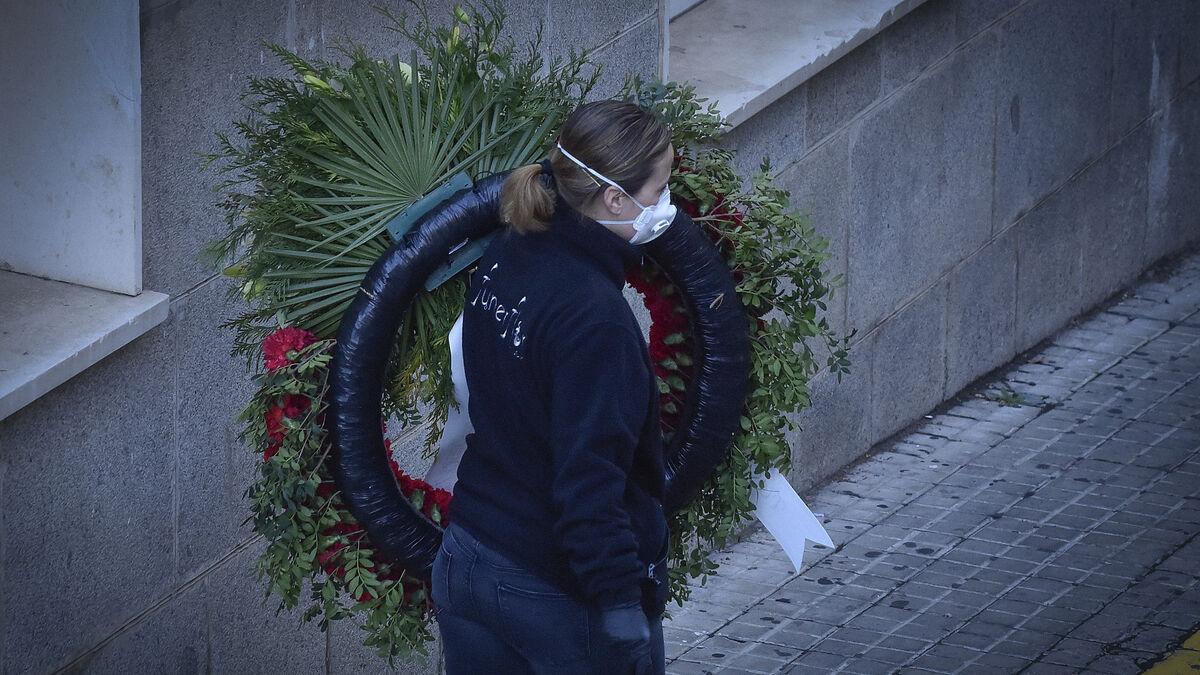 La tercera ola decae en Andalucía tras batirse el récord de fallecidos