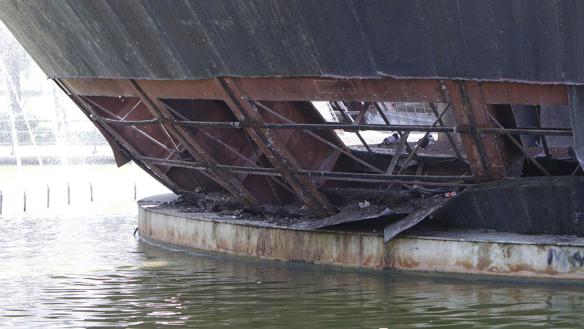 Las planchas de metal de la base han desaparecido.
