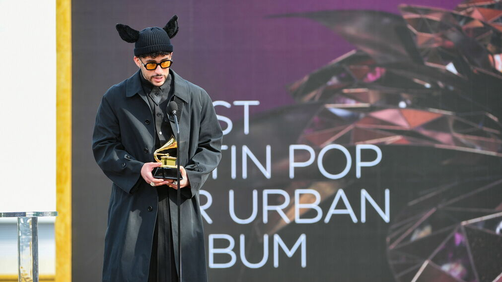 <p>Bad Bunny y su total look negro de Burberry</p><br>
