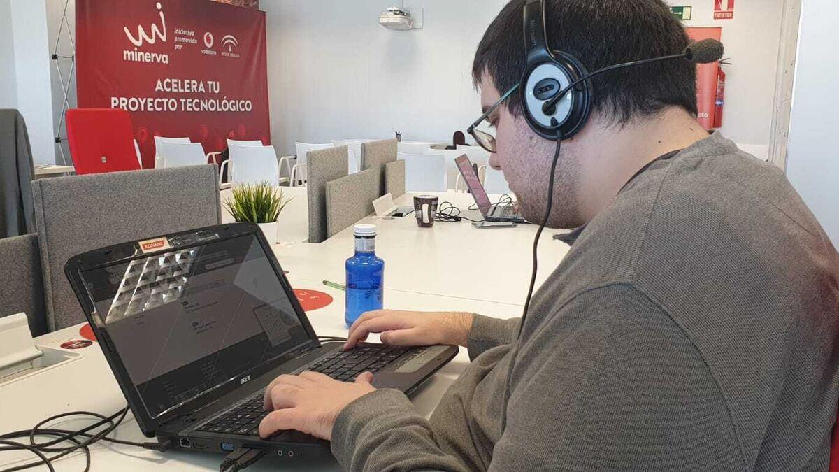 Daniel se ha formado en lenguajes de programación y bases de datos.