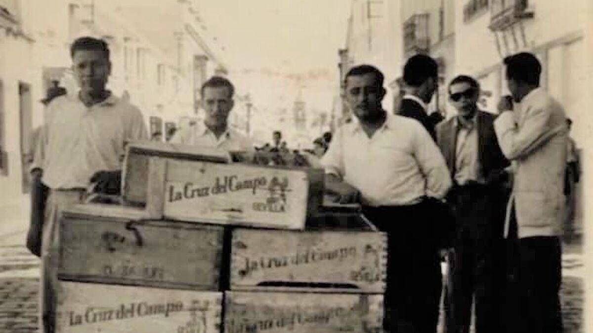 Vecinos empleados de la fábrica Cruz del Campo.