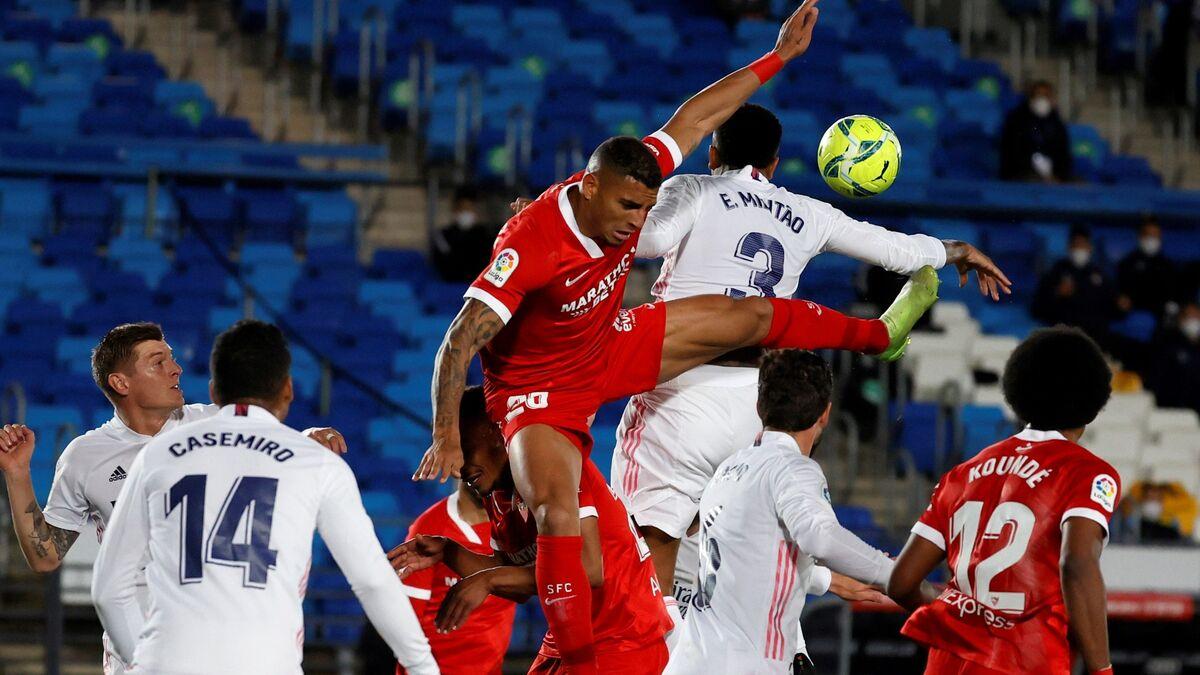 El Sevilla siente vértigo en las alturas (2-2)