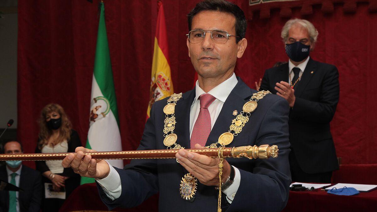 El socialista Francisco Cuenca, nuevo alcalde de Granada por mayoría  absoluta