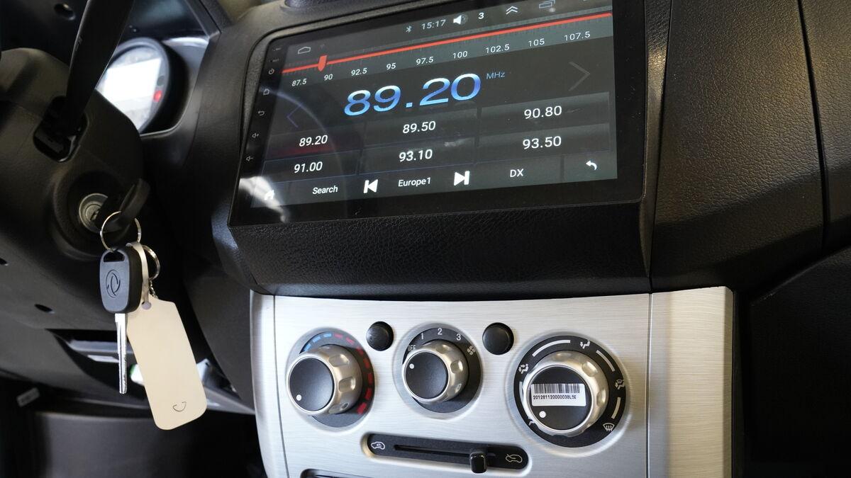 Los K01He pueden contar con aire acondicionado si el cliente así lo demanda. En su sencillo salpicadero llama la atención la pantalla del equipo de sonido que incluye Bluetooth..