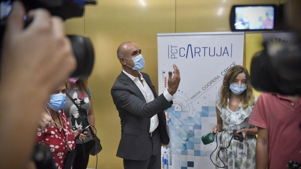 El delegado Antonio Muñoz antes de las declaraciones a los medios en el CaixaForum.