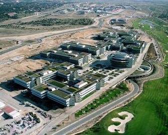 Banco santander vende la ciudad financiera de madrid a for Banco santander oficina central madrid