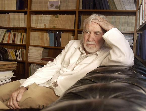 Muere el psiquiatra y acad mico de la lengua carlos for Sillon de psiquiatra