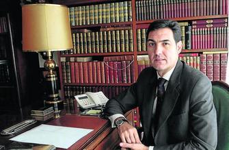 El empresario sacrific su patrimonio para hacer justicia for Muebles peralta sevilla