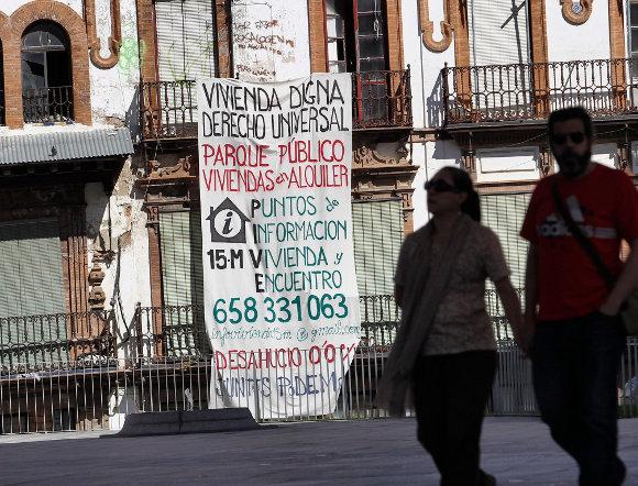 Sevilla el 15m ocupa un edificio en la encarnaci n para for Oficinas sae sevilla