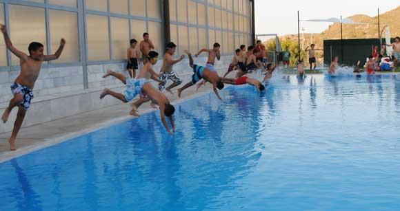 Piscinas en sevilla amazing horarios de piscinas for Piscina cubierta tomares