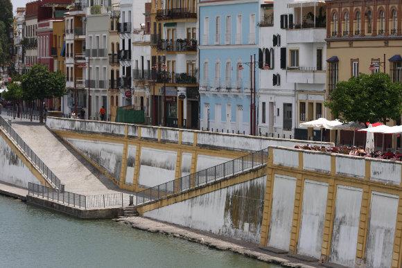 Patrimonio 39 salvemos triana 39 tilda de enga o al for Azulejos zapata en el algar