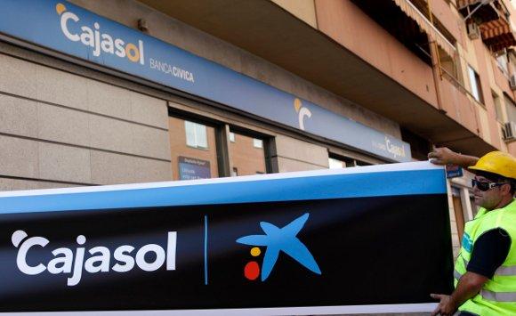 Sevilla cajasol estrena estrella diario de sevilla for Oficinas caixa sevilla