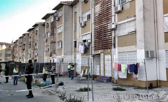 Muere una ni a de siete a os en un tiroteo en las tres mil for Viviendas de alquiler en sevilla capital
