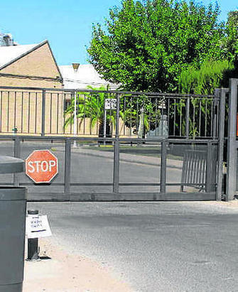 La diputaci n facilitar el acceso de las personas con for Piscinas imd sevilla
