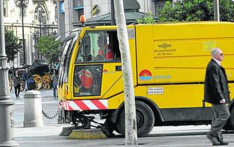 ad81dc801843d Una aprobado justo. Los sevillanos valoran con 50 puntos sobre 100 la  limpieza en la ciudad. Así lo asegura un estudio de la OCU sobre los  servicios de ...